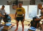 Video: Zāģeris par spiedienu galvā, stieņu lūšanu, darbu naktsklubā, kūciņām