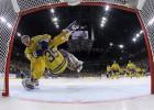 Video: Zviedrija pēcspēles metienos sakauj Kanādu un kļūst par čempioni