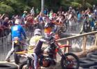 Video: Lērums kritienu pasaulē trakākajās motosacīkstēs