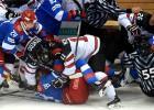 Video: Krievijas un Kanādas draudzības mačā hokejisti pamatīgi izplūcas