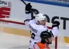 """Video: KHL vārtu topā uzvar """"Traktor"""" uzbrucējs"""