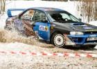 Rallijsprinta ''Sarma'' uzvarētājam neizdodas no kupenas izvilkt automašīnu (+video)