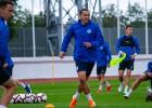 Izlases futbolisti Tarasovs un Dubra uztur formu RFS treniņos