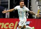 """Martinesam """"hat-trick"""" 22 minūtēs, Argentīna grauj; Peru revanšējas Brazīlijai"""