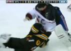 Video: NHL vārtsargu kautiņš: Tomass pret Praisu