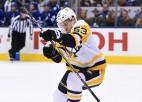 Video: Bļugers NHL pirmoreiz realizē izšķirošo pēcspēles metienu