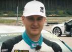 """Video: Rallijkross turpina gaidīt elektroauto: Nitišs dragreisā uzvar """"Tesla"""""""