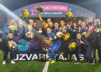 """Dramatiskākā spēle Latvijas sieviešu futbola vēsturē dod kausu """"Rīgas FS"""""""