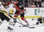 """Bļugers pašaizliedzīgi cīnās, """"Penguins"""" bez Krosbija zaudē lejasgala komandai"""