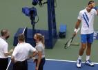 """Džokovičs pēc """"US Open"""" diskvalifikācijas aizbēdzis no preses konferences"""