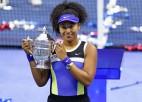 """Osaka pēc bezcerīga sākuma atspēlējas pret Azarenku un otro reizi triumfē """"US Open"""""""