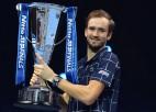 Medvedevs atspēlējas pret Tīmu un finālturnīrā izcīna karjeras vērtīgāko titulu