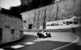 Fotogrāfs iemūžina F1 sacīkstes ar 104 gadus vecu kameru