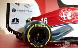 """Foto: """"Alfa Romeo Sauber"""" F1 komandas krāsas tuvplānā"""