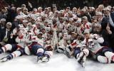 """Foto: Stenlija kausu virs galvām ceļ Vašingtonas """"Capitals"""" hokejisti"""