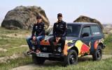 """Rikjardo un Verstapens Azerbaidžānā izvizinās ar """"Ņivu"""" (+video)"""