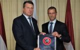 """UEFA prezidents Čeferins: """"Latvijā futbola infrastruktūra nav labā līmenī"""""""