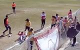 Video: Sieviešu futbolā izraisās masveida kautiņš
