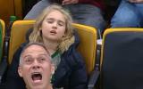 Video: NBA jocīgākajos momentos aizmigusi fane pārspēj dejojošo