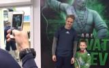 Video: Mazais līdzjutējs raud pēc zaudējuma un izpelnās spēlētāju uzmanību