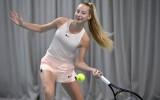 LČ tenisā uzvar 15 gadus vecais Dambiņš, sieviešu konkurencē triumfē Špaka