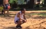 """Video: Ronaldinju cietumā spēlē pludmales """"futbolvolejbolu"""""""