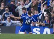 """Azāra vārti nodrošina """"Chelsea"""" uzvaru pār Mančestras """"United"""""""