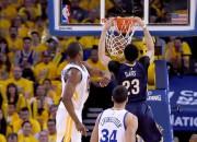 """""""Warriors"""" nosargā uzvaru pār """"Pelicans"""", Deivisam mača izskaņā 18 punkti"""