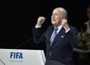Blaters turpinās vadīt korupcijas skandālu mākto FIFA
