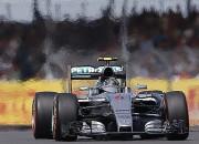 """Rosbergs ātrākais arī otrajā treniņā, """"Mercedes"""" saņem brīdinājumu"""