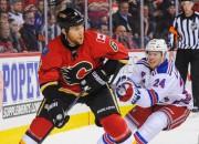 """""""Flames"""" hokejists Vaidmens uzbrūk tiesnesim, apgalvo, ka netīšām"""