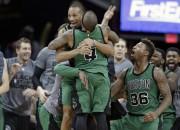 """Bredlijs ar pēdējās sekundes metienu izrauj """"Celtics"""" uzvaru Klīvlendā"""