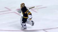 NHL vārtsargs Rasks uz vienas slidas pārvietojas veikli