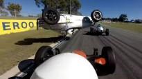 Austrāliešu formulu pilote piedzīvo iespaidīgu negadījumu