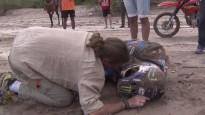 Dakaras rallija līderis kritienā lauž kaulus un izstājas no sacīkstēm