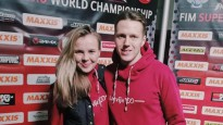 Sieva karstasinīgi atbalsta Latvijas sportistu