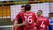 Volejbolists Ozoliņš neapjūk un sirsnīgi nosvin pretinieku punkta guvumu