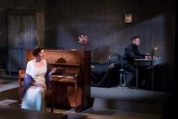 """Dailes teātrī iestudēta Aleksandra Kuprina melodrāma """"Granātu krāsas aproce"""""""