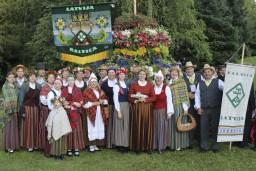 Siguldas folkloras kopa SENLEJA Turaidā izdzied 35. dzimšanas dienu