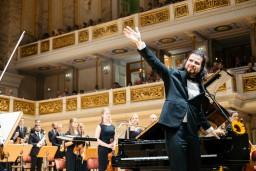 Pianisti brāļi Osokini un Latvijas Mūzikas akadēmijas orķestris ar stāvovācijām tiek uzņemti Berlīnē (+VIDEO)