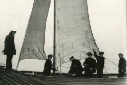 Liepājas muzejs saņēmis dāvinājumā materiālus par Liepājas jūrskolas vēsturi