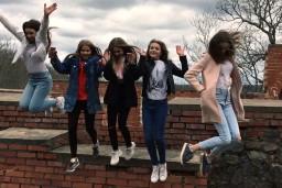 """Video: """"NANDO"""" meitenes uzfilmē un samontē sev videoklipu"""