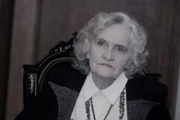 86 gadu vecumā mūžībā devusies leģendārā runas pedagoģe un režisore Antonija Apele