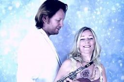 Video: Latviešu – franču duets piedāvā Ziemassvētku dziesmu