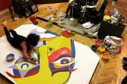 """Liepājas muzejā atklās krāšņu Elitas Patmalnieces darbu izstādi """"Nomoda sapņi"""""""