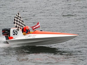 Jaunais ātrumlaivu pilots Tučkovs kļūst par divkārtējo Eiropas čempionu