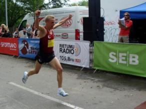 Girgensons un lietuviete Vaidžulīte uzvar Liepājas pusmaratonā