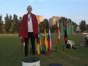 Trauliņš ar personīgo rekordu uzvar Varšanā
