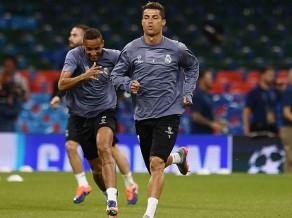 Madrides ''Real'' futbolisti pirms Superkausa mācās zīmju valodu