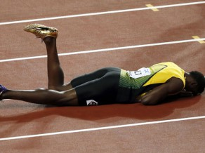 Feters triumfē ar gandrīz 90 metru tālu metienu, Bolts atvadās ar traumu